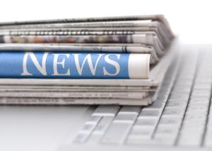 News Zeitung und Tastatur