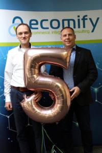 Martin Becker und Michael Brohl feiern das fünfjährige Bestehen der ecomify GmbH